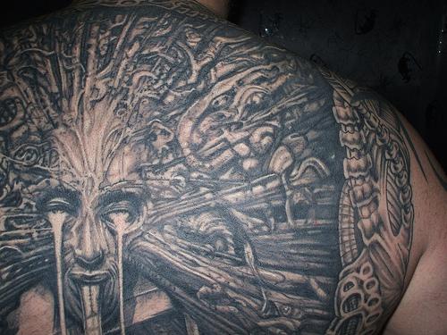 biomechanik tattoo mensch gegen maschine. Black Bedroom Furniture Sets. Home Design Ideas
